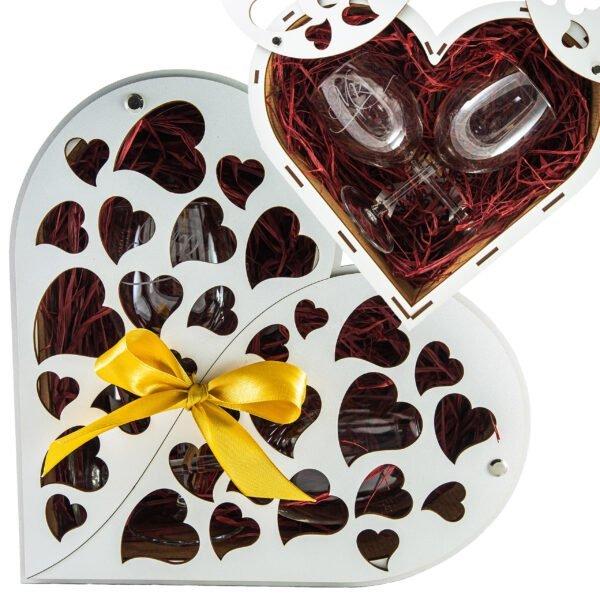 Kieliszki w pudełku w kształcie serca