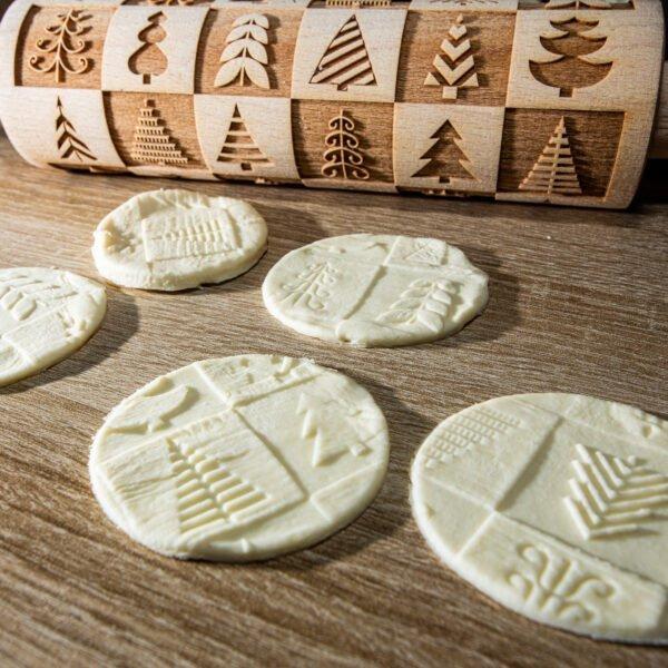 Grawerowany wałek do ciasta - wzór świąteczny choinki